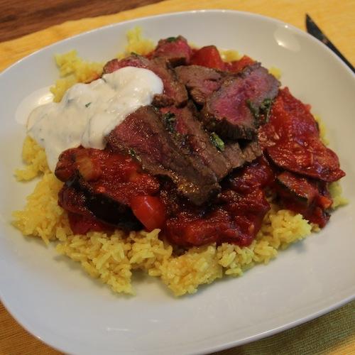 Biefstuk met ratatouille en gele rijst