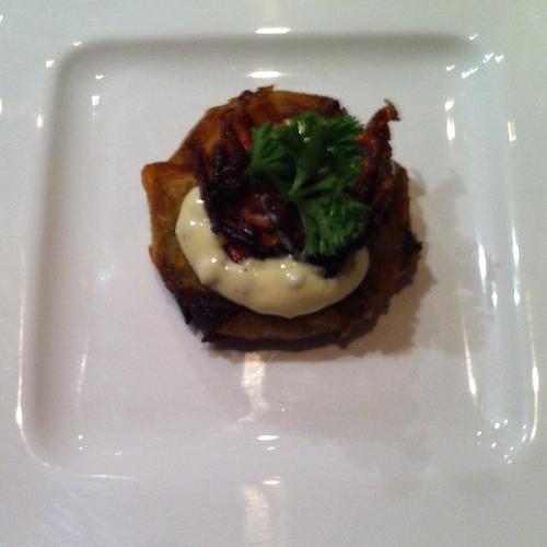 Aardappelkoekjes met truffelmayonaise